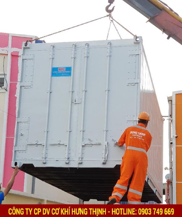 Container lạnh 40 feet có chiều dài quy đổi sang đơn vị mét vào khoảng 12.190 và chiều rộng tiêu chuẩn là 8ft (2.440m)
